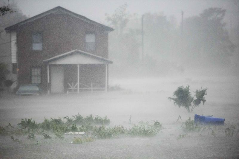 Hurricane Matthew coverage in Charleston  by Columbia Sc photographer Sean Rayford